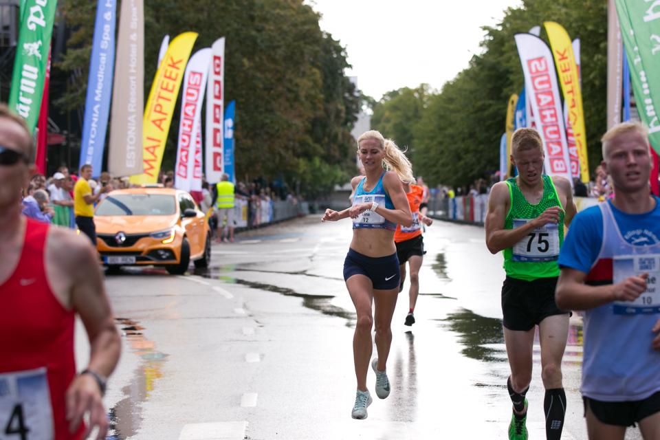 Kahe Silla jooksu naiste v6itja 2018_foto Laura Toomesoo